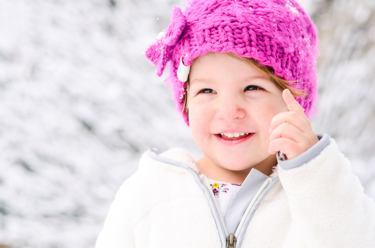 Tips for Taking Fun Portraits in the Snow - www.mommatography.com