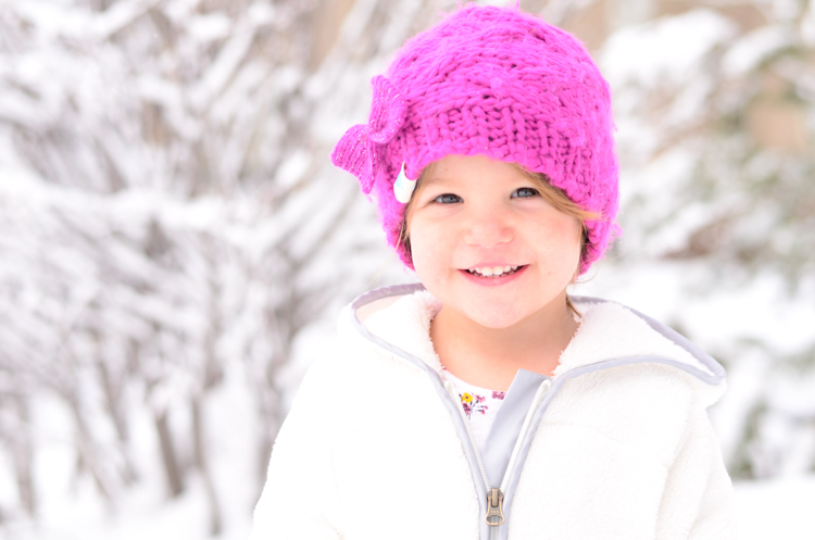 Tips for Taking Fun Portraits in the Snow (don't overexpose too much) - www.mommatography.com