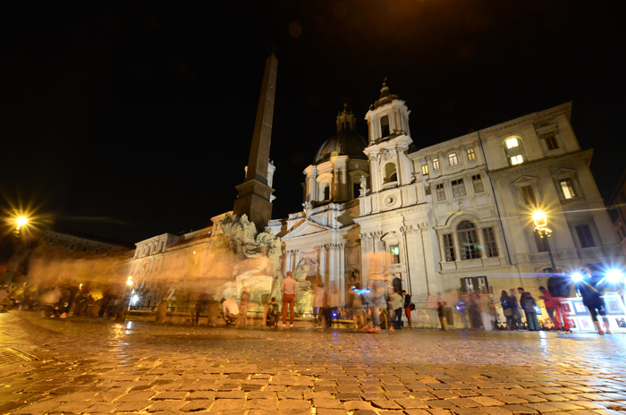Piazza Navona - Tips for taking photos at night & long exposures at night - www.mommatography.com