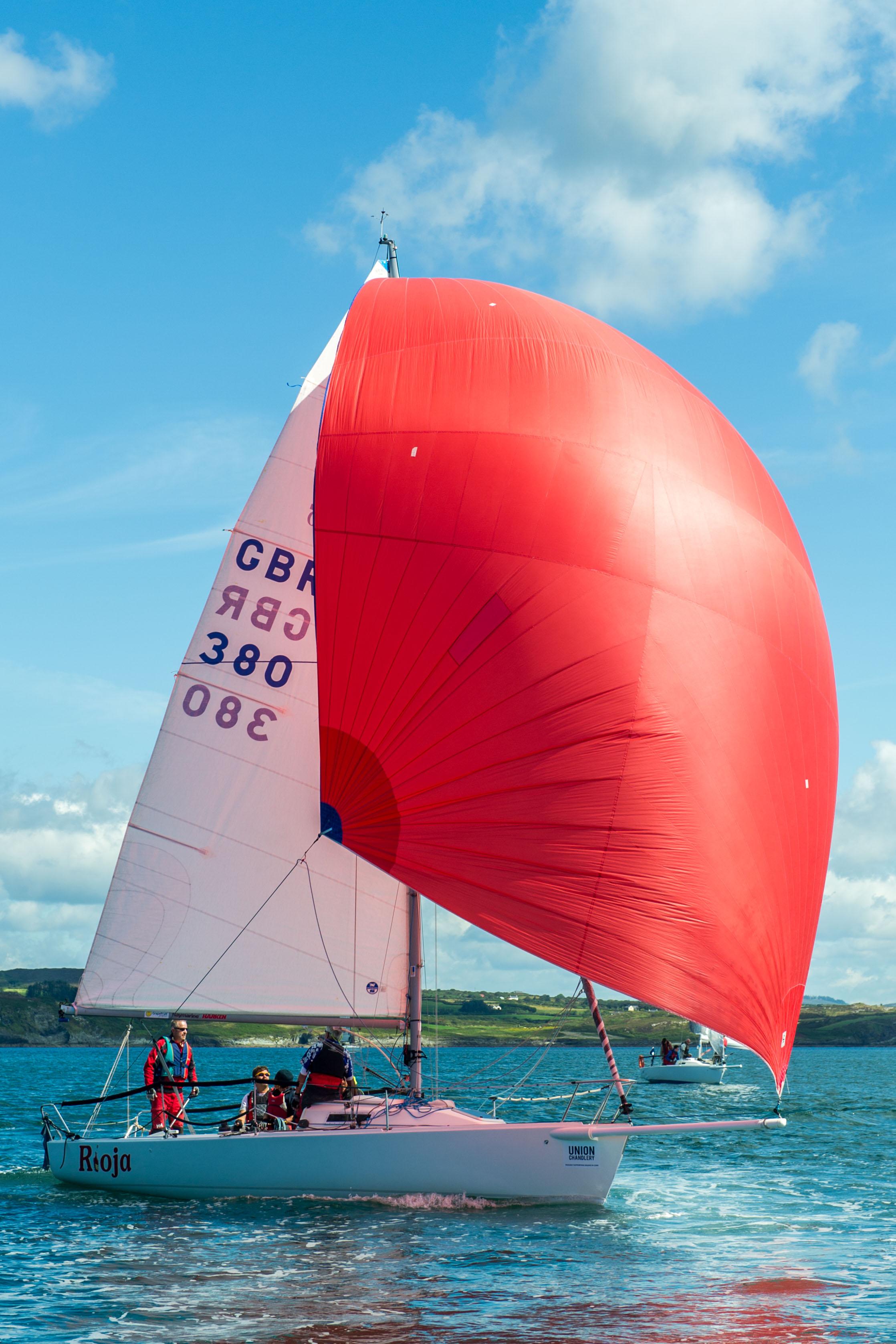 'Rioja' sails under a spinnaker