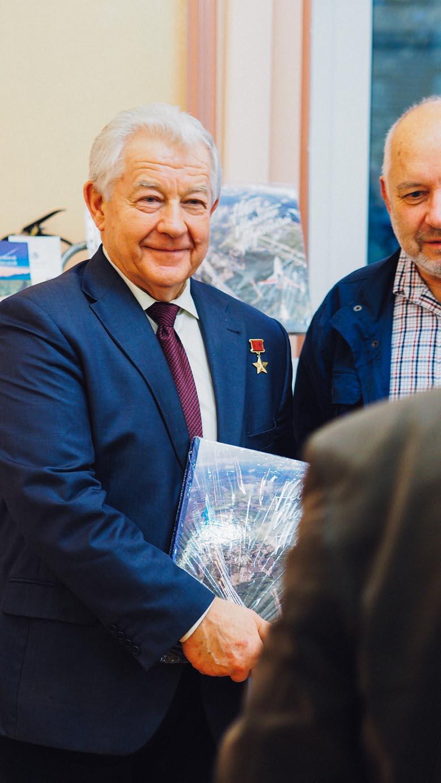 Герой Советского Союза, заслуженный летчик-испытатель В.Г. Пугачёв
