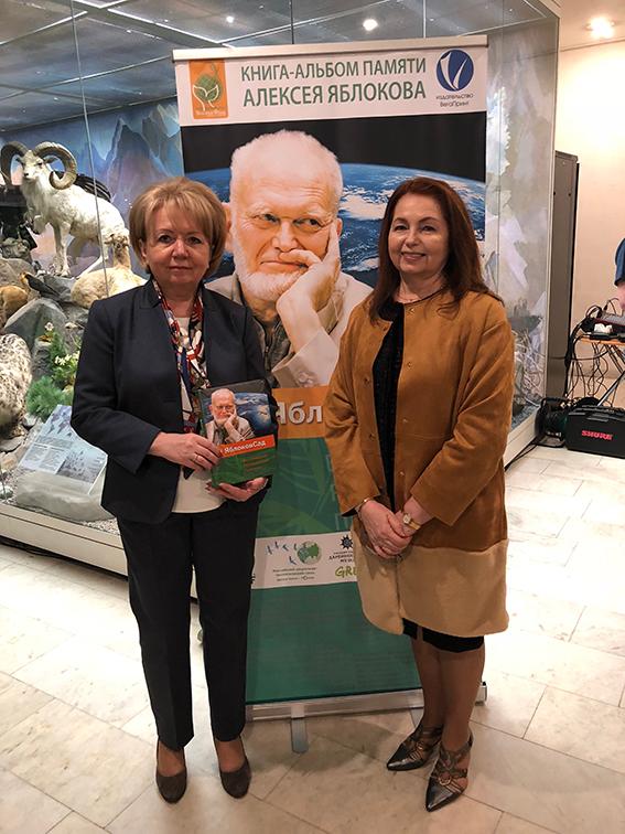 С Председателем партии «Яблоко» Эмилией Слабуновой
