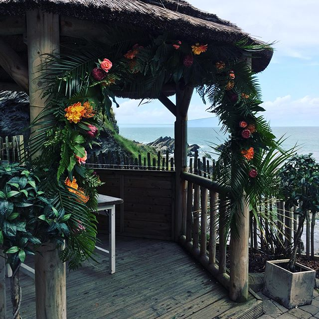 Yesterday's wedding flowers , it was tropical blooms in an English wild sea breeze #marriedbythesea#coastalweddings #tunnelsbeaches #freelanceflorist