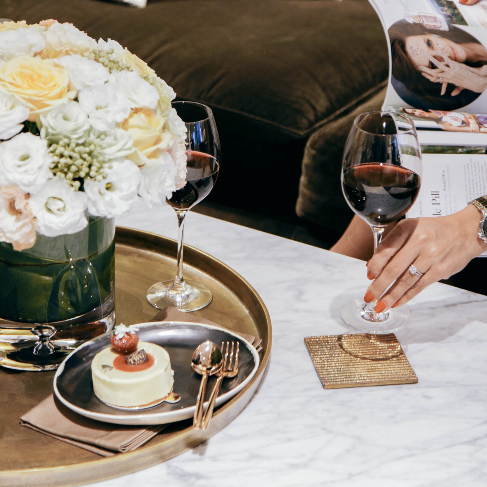 - A bouquet of fresh flowers work as the perfect centerpiece to show off the elegance of the Socialite's coffee table; little else is needed to accessorise the coffee table's grand marble surface and sturdy metal legs