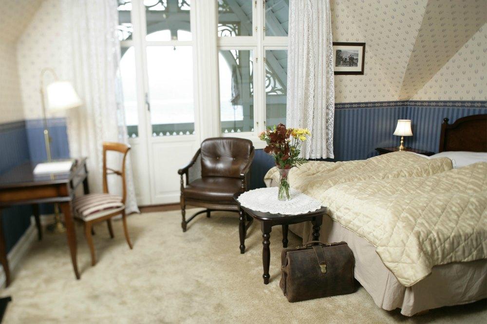 Komfortable rom i det historiske bygget og i nyebygget.