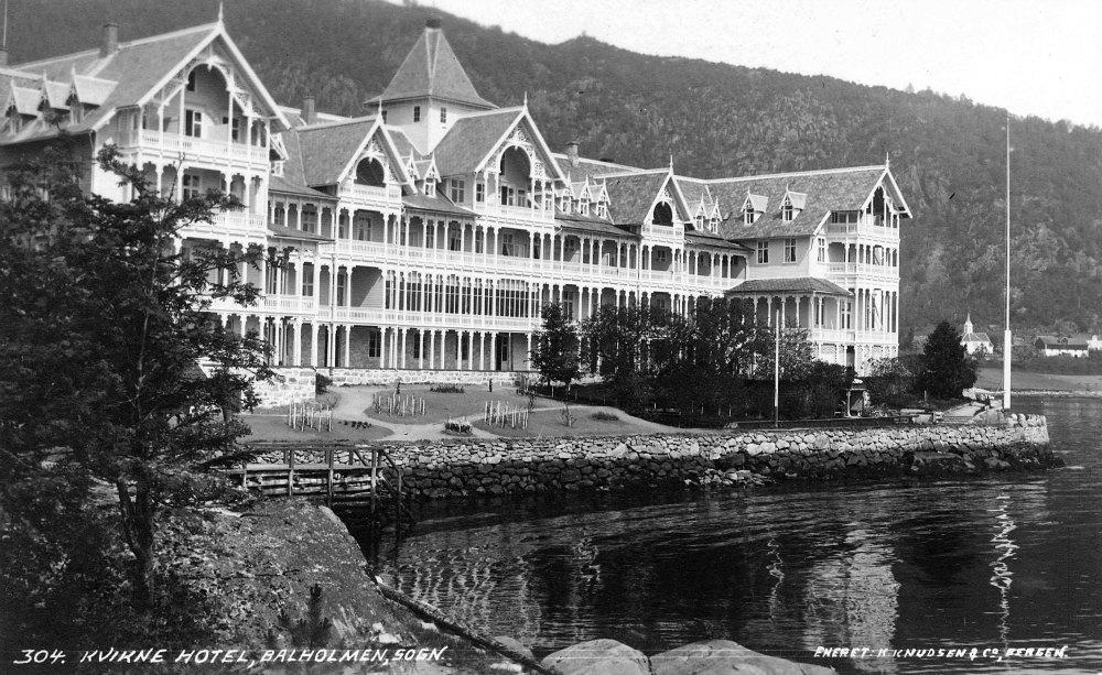 I 1912 vart det gamle hotellbygget mot vest rive. Hotellet stod klart i 1913, og fekk no 200 sengeplassar. Den karakteristiske fasaden til det nye hotellet vart raskt eit landemerke for turistar i fjo