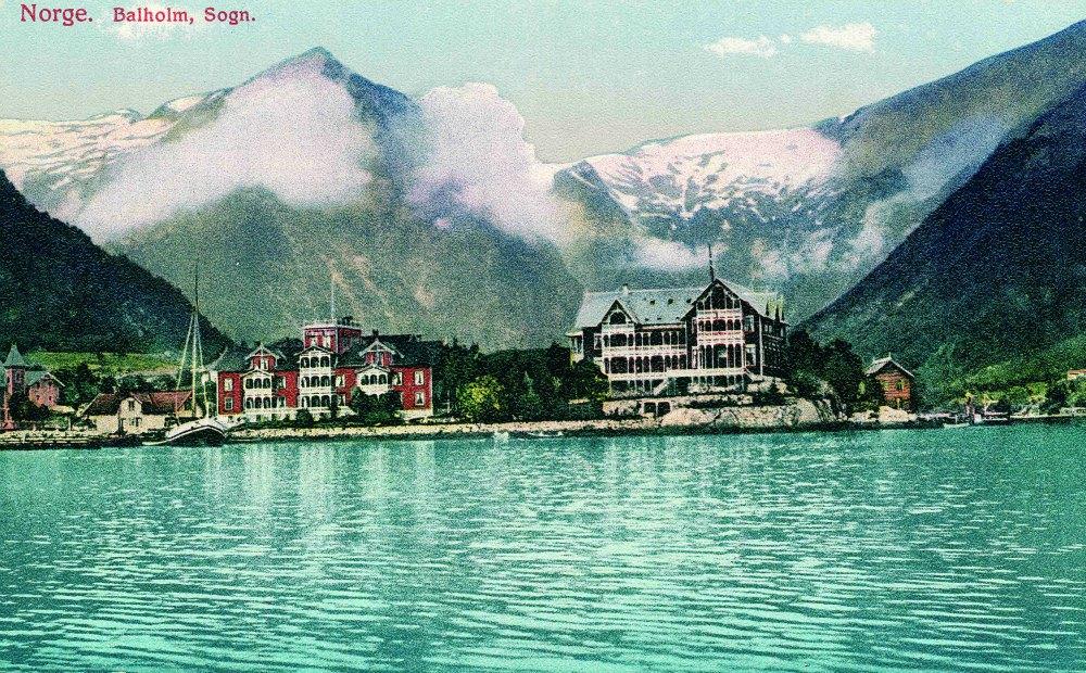 På byrjinga av 1890-åra auka trafikken med engelske og tyske turistar, og Ole Kvikne bestemte seg for å byggje eit nytt, stort hotellbygg 20-30 meter frå det første. I 1894 står det nye bygget klart.