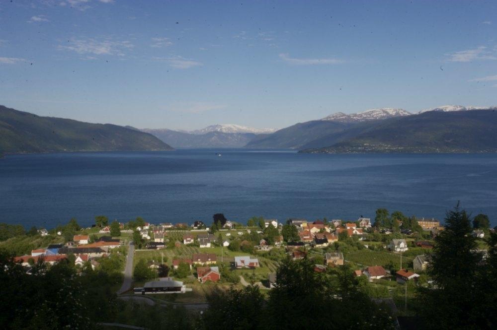 Utsikt over delar av Balestrand. Her er Sognefjorden på sitt vakraste!