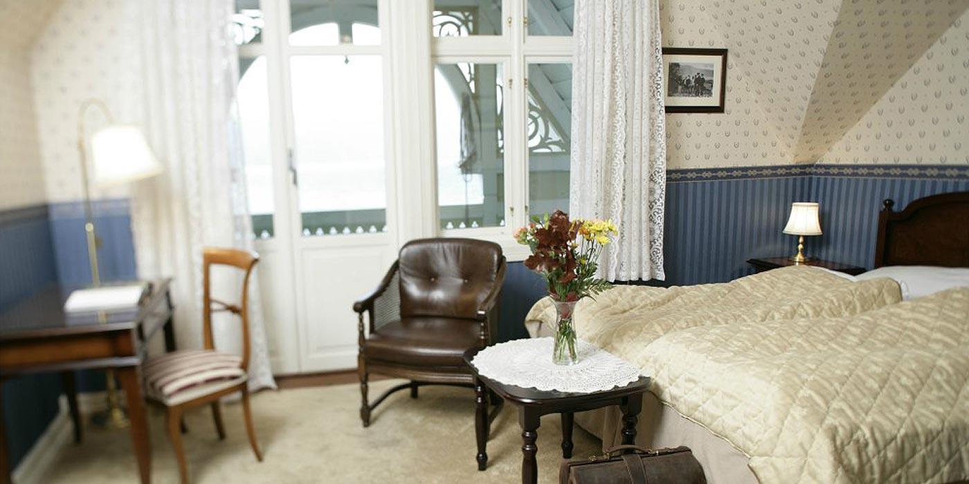Kviknes hotel ved Sognefjorden. Ein sommarkveld.