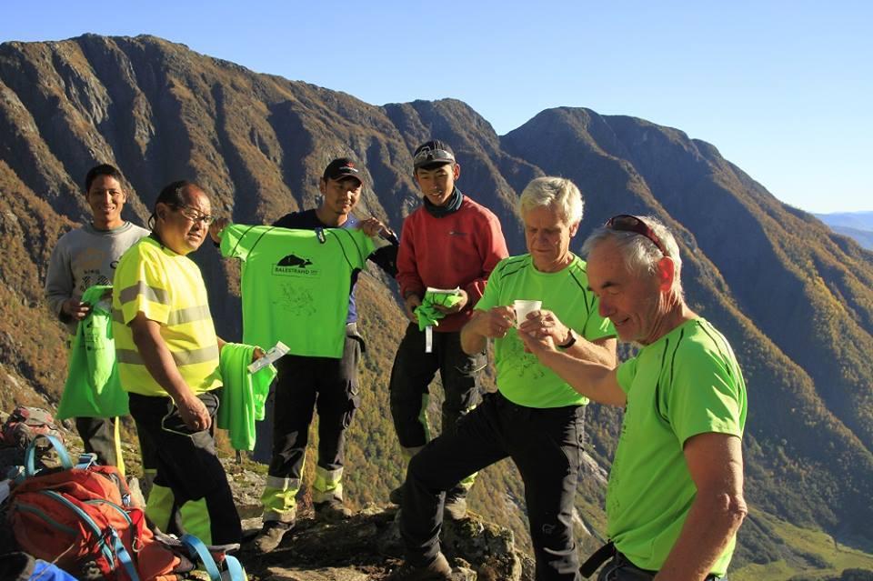 Fire sherpaer frå Nepal har rusta opp stien.FOTO: Keipenstiens dugnadsgjeng