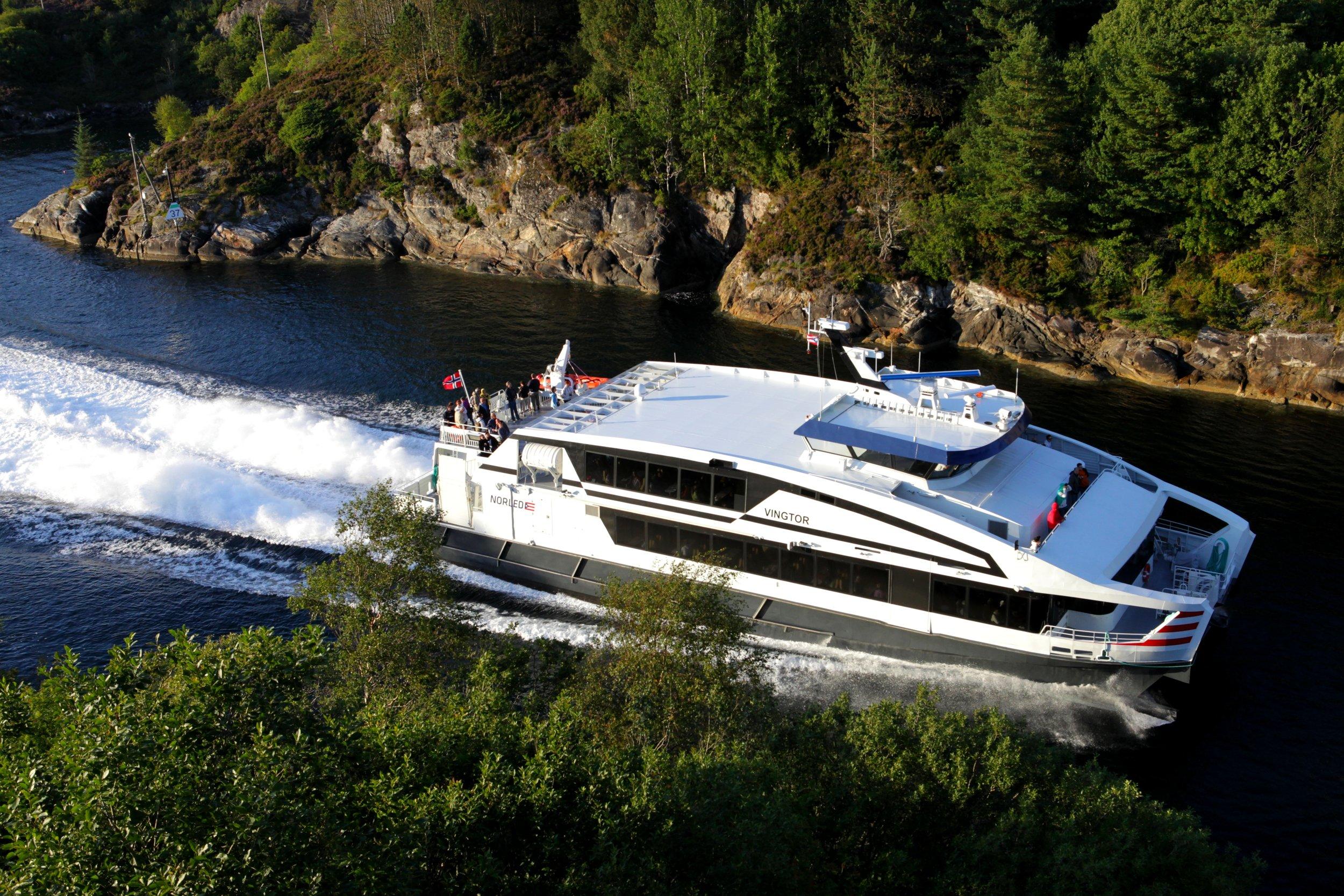 Hurtigbåt Bergen Sogn skjærgården.JPG
