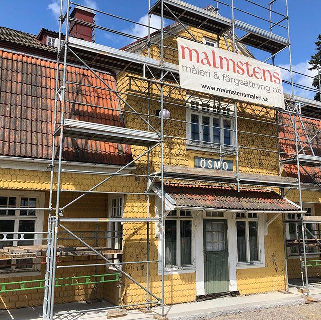 Vi har fått det stora nöjet att renovera anrika Ösmo stationshus ☀️🙏