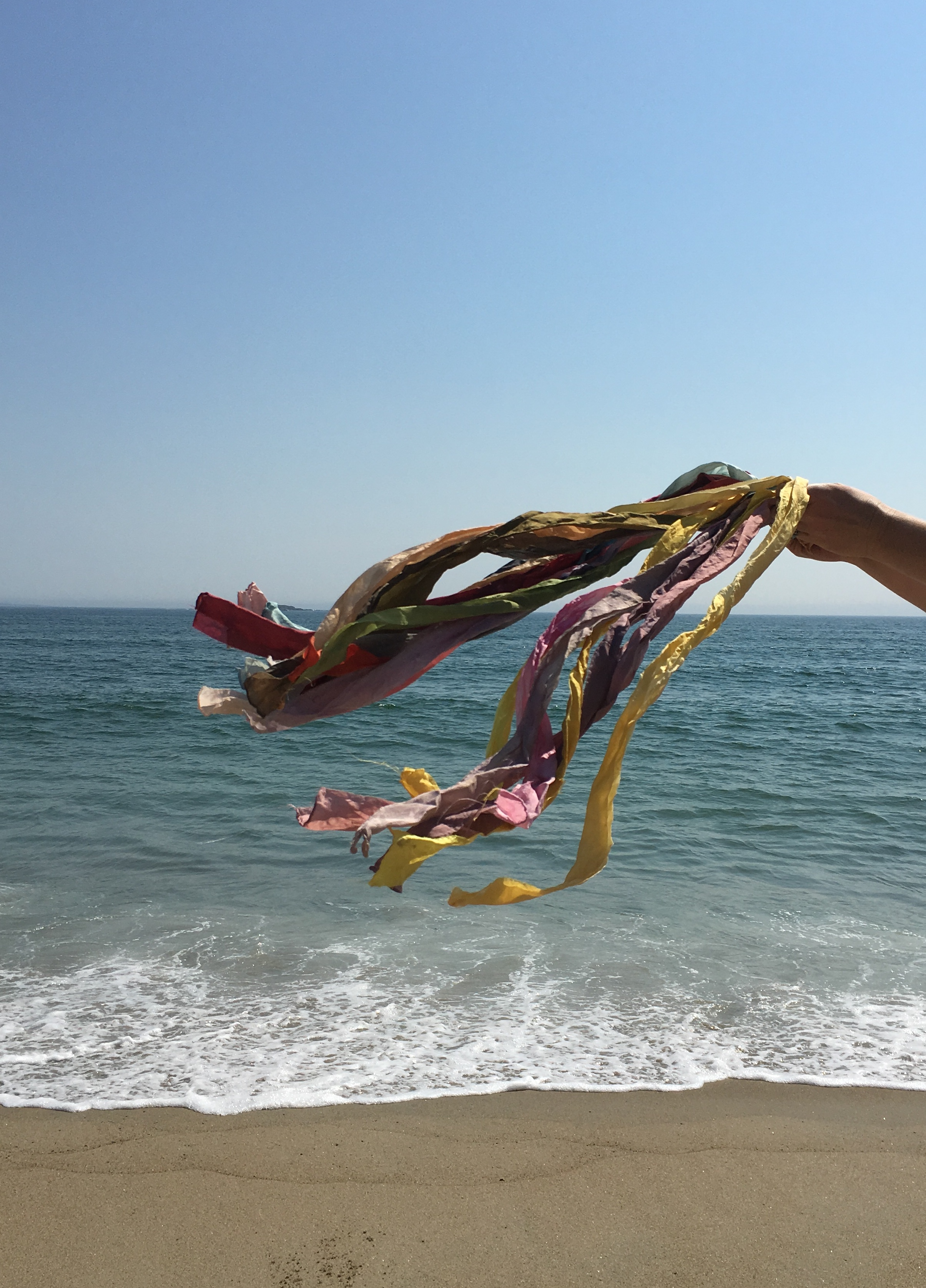 A spectrum on silk over the waves