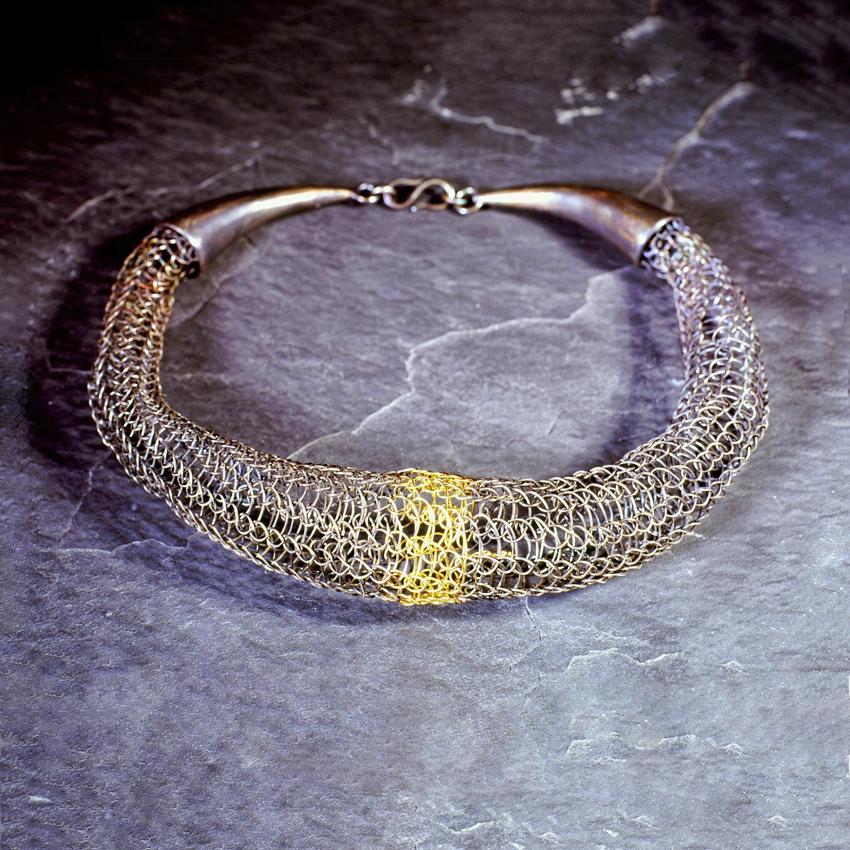 Knitted-necklace-with-gold-stripe.jpg