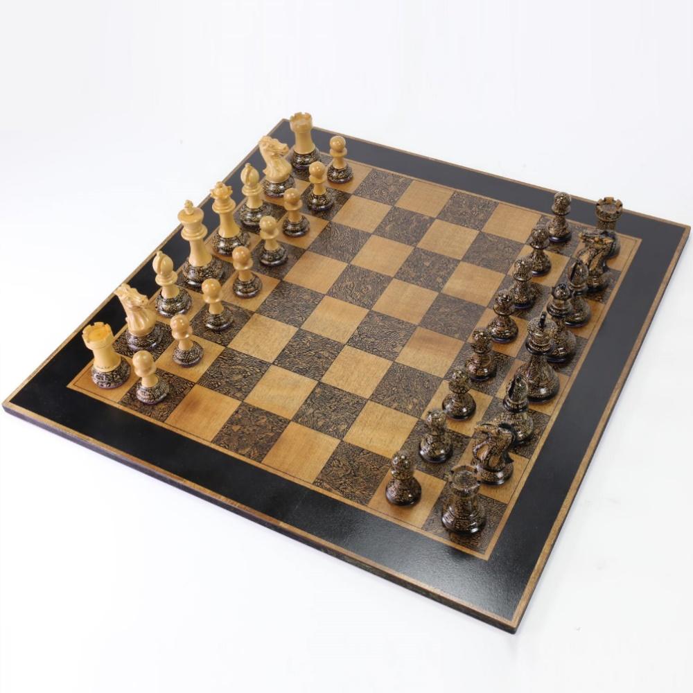 Art-Chess-by-Leonardo-Frigo-chess-set-1000.jpg