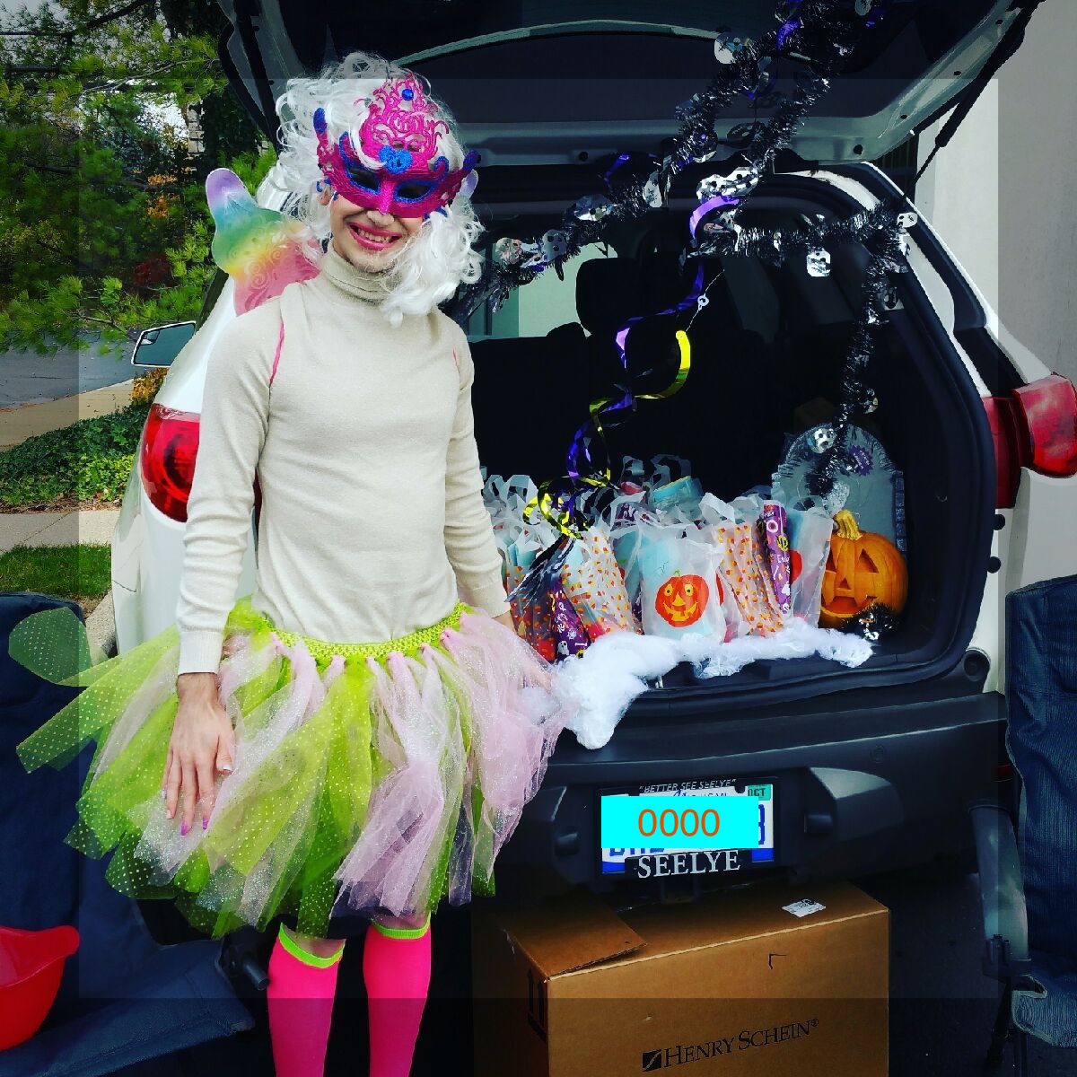 Kalamazo Dental Dreams office in costume for Trunk or Treat