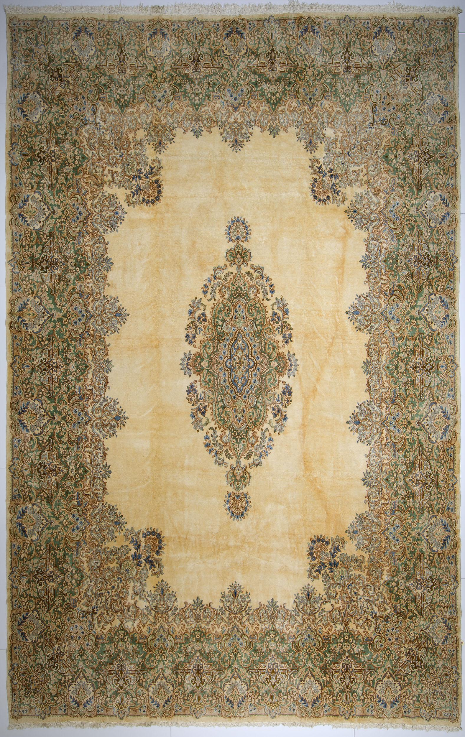 """Kerman Carpet 19' 7"""" x 12' 5"""""""