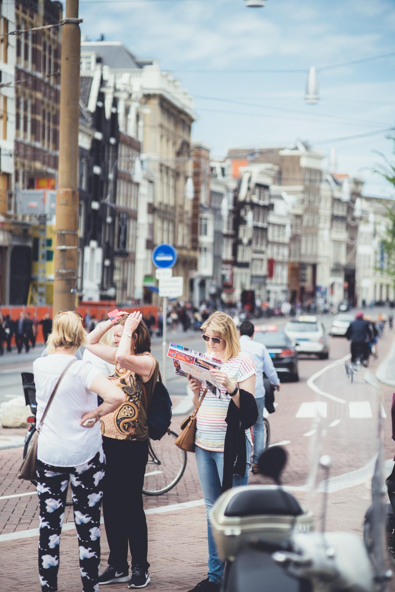 """Analog Tourist"" - Muntplein looking towards Rokin - nFD 85/1.8"