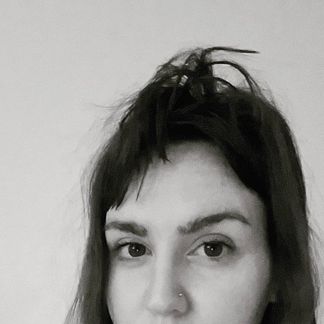 If youve been following on snapchat you know that this month long documentation of my bed head was meant to be unedited photos, but this morning I wrapped up #bedheadintheraw with some killer #tarantula bangs calling for some goth vibes. 🕷🕸😎 #bedhead #goodmorning