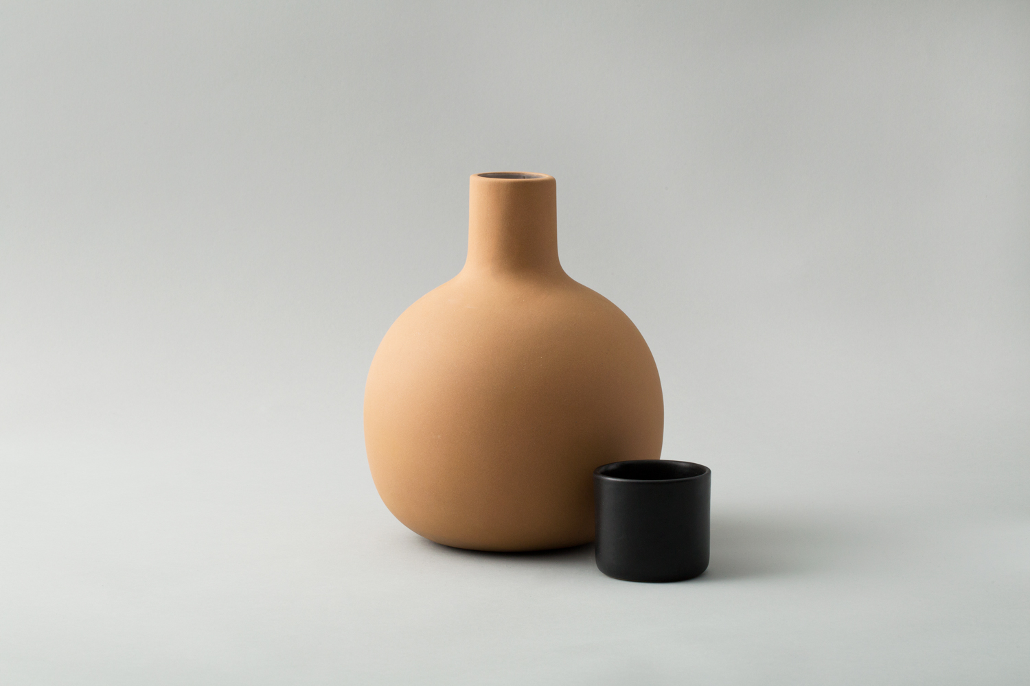 pitcher-black2.jpg
