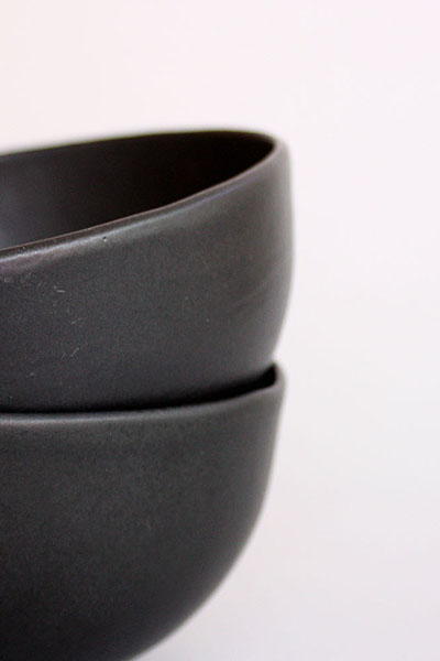 BLACK CERAMIC BOWLS