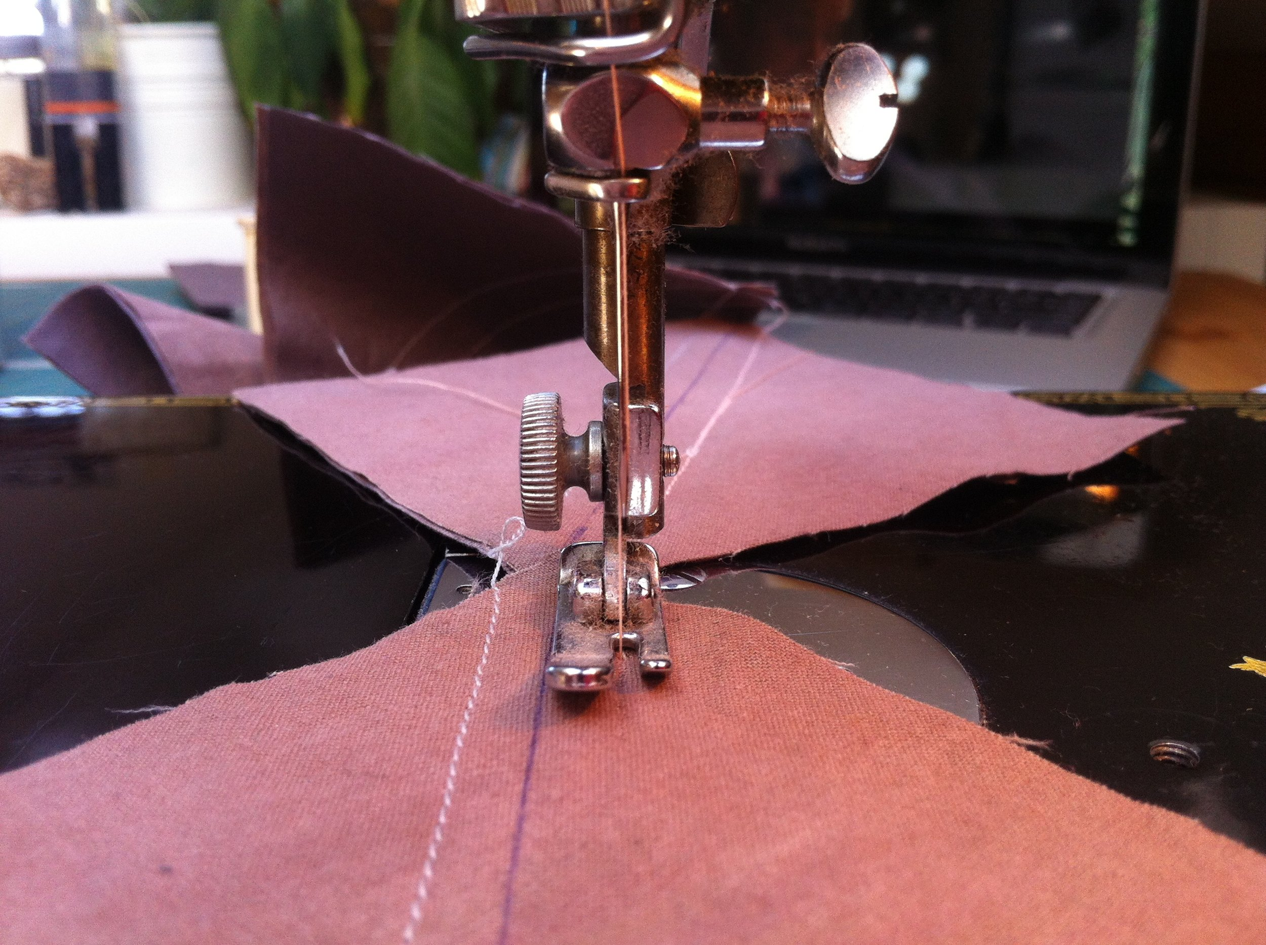 stitching away on my vintage featherweight