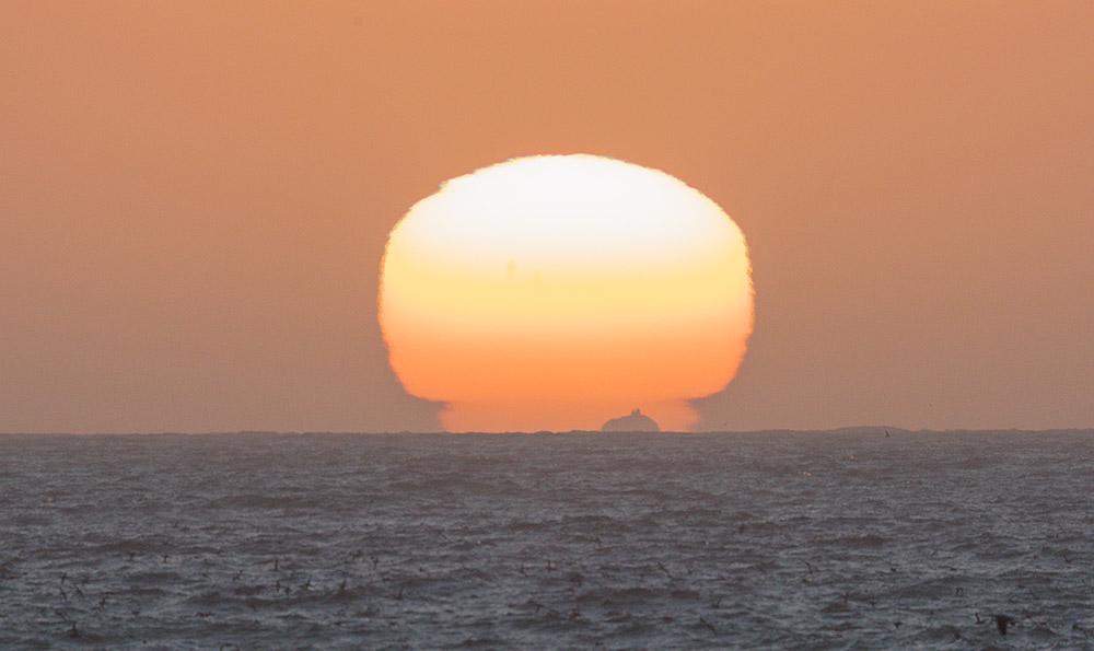 Islands and Sun. 2016 Canon EOS-1Dx Mark II