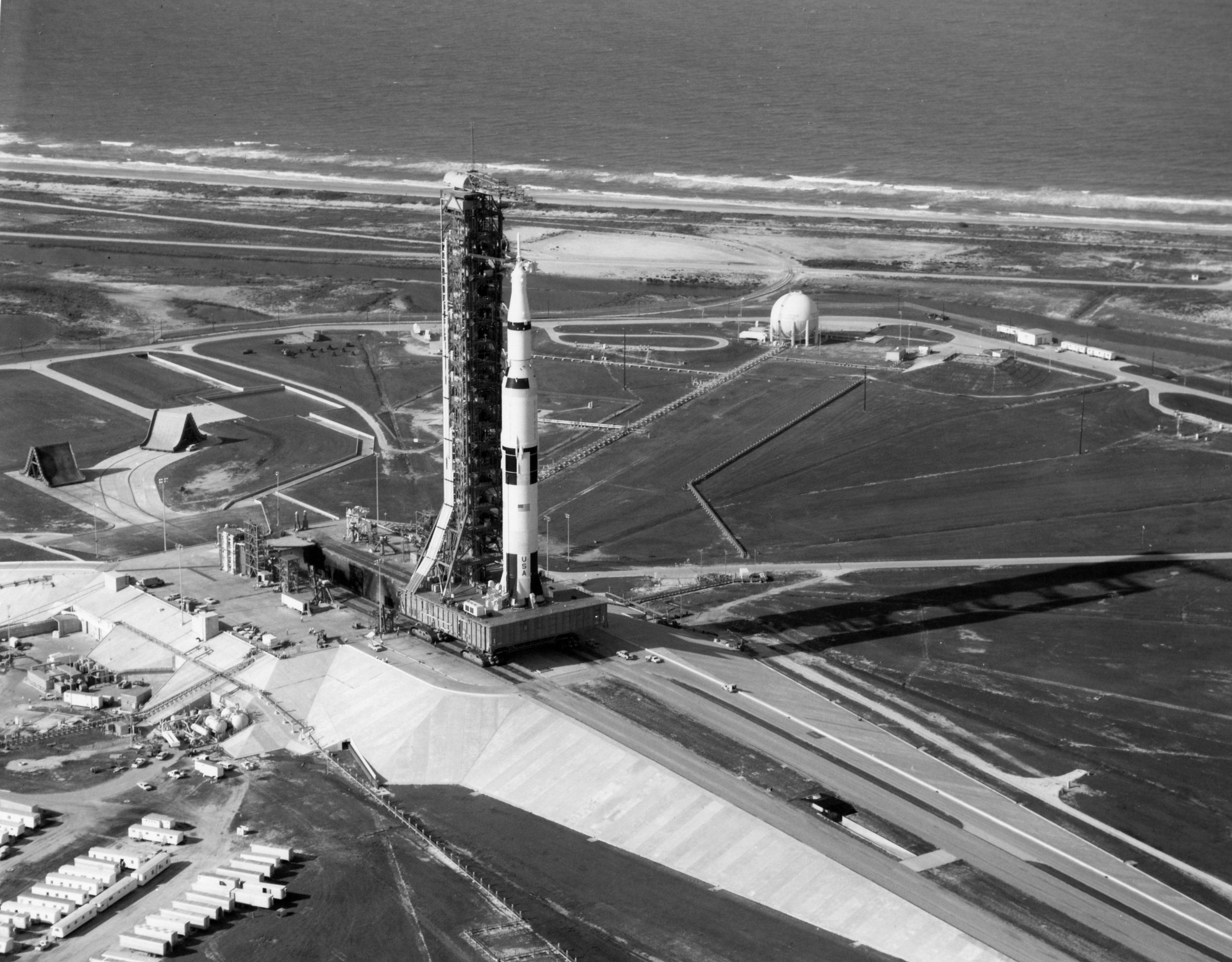 Apollo_11_Saturn_V_near_the_end_of_rollout.jpg
