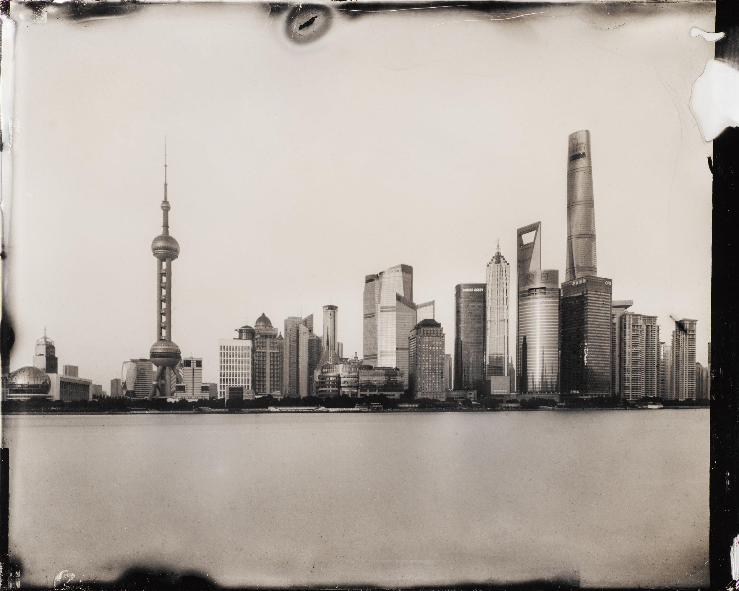 Dry Plate Collodion(乾板写真)_CHINA    中国 の 北京 、 万里の長城 、 上海 、 蘇州 、 杭州 を撮影。撮影結果がすぐに分からないフイルム写真。乾板写真はそのフイルムを自分自身で作り上げ、経験で適正露出を割り出し、そして現像処理をする。デジタルがもたらした 安心性に逆光 ... つづきをみる