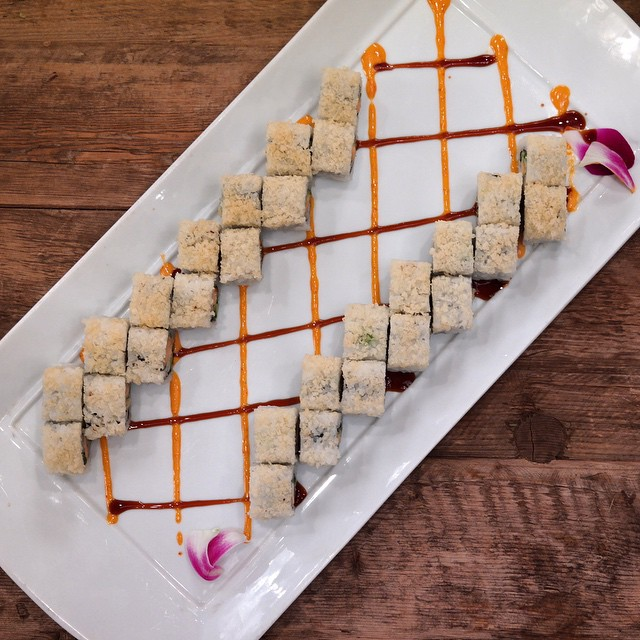 Only we know how to make the perfect California Tempura Roll. #smartsushila#sushila#lacatering#weddingwire#weddings#catering#sushilovers#tbt#californiaroll#tempura#fit#healthy#sushiroll#art#foodporn#eventplanner