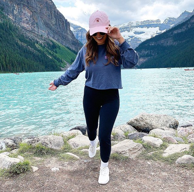 L A K E  L O U I S E  So rude of me, standing right in the way of natures most beautiful scenery 🤭 swipe across to push me out of the way 👉🏼 Canada you've been great eh 🇨🇦 #lakelouise #canada