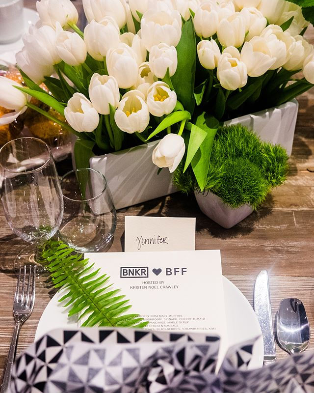 A little #fbf from this beautifully abundant white and green #tablescape with @jenniferpauline @ausfashionlabels @bnkrdtla @kristennoelcrawley #bnkrbff 📸 @16th.collectives