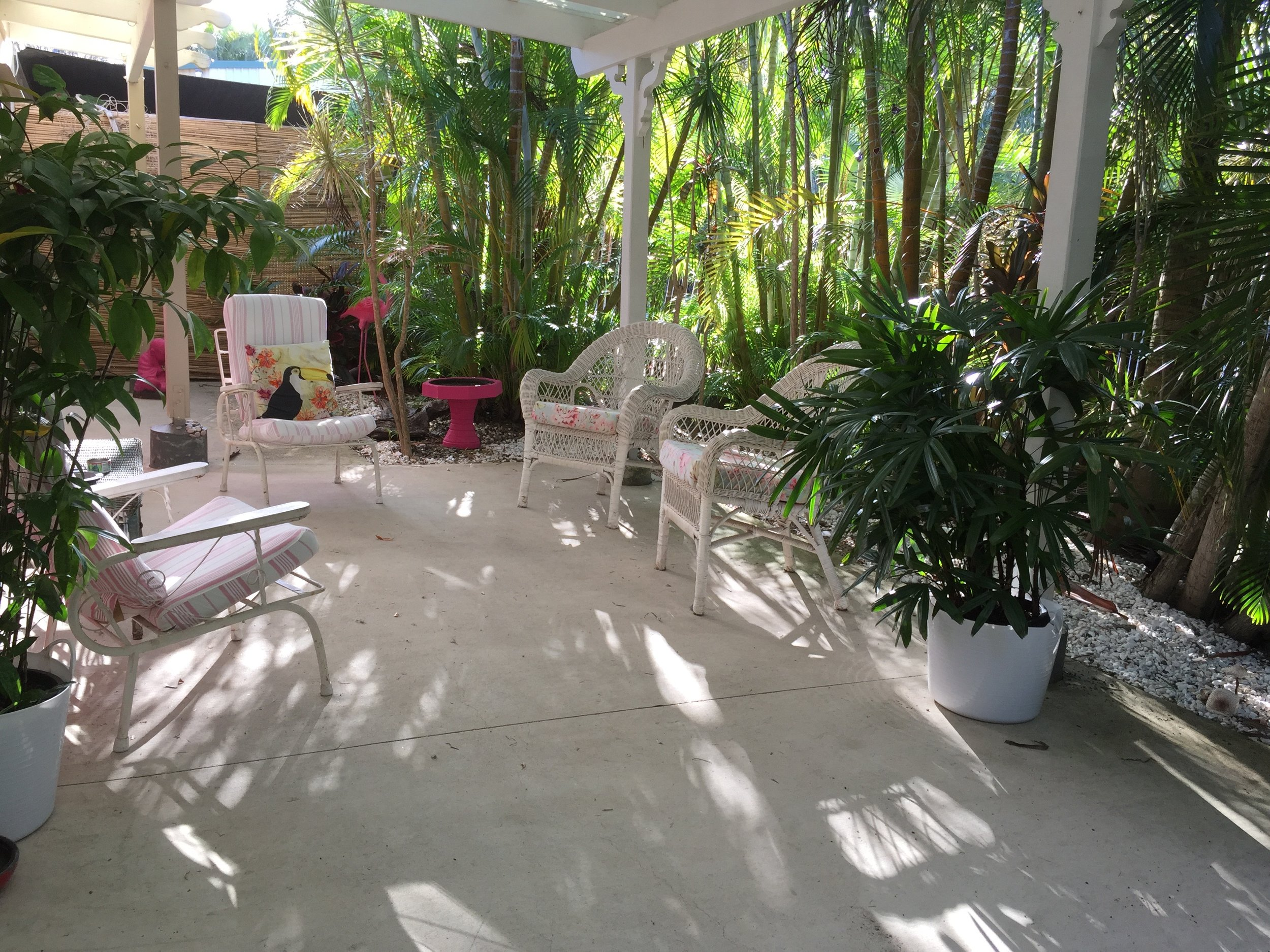Relax in the tropical courtyard. with beautiful landscape lighting.