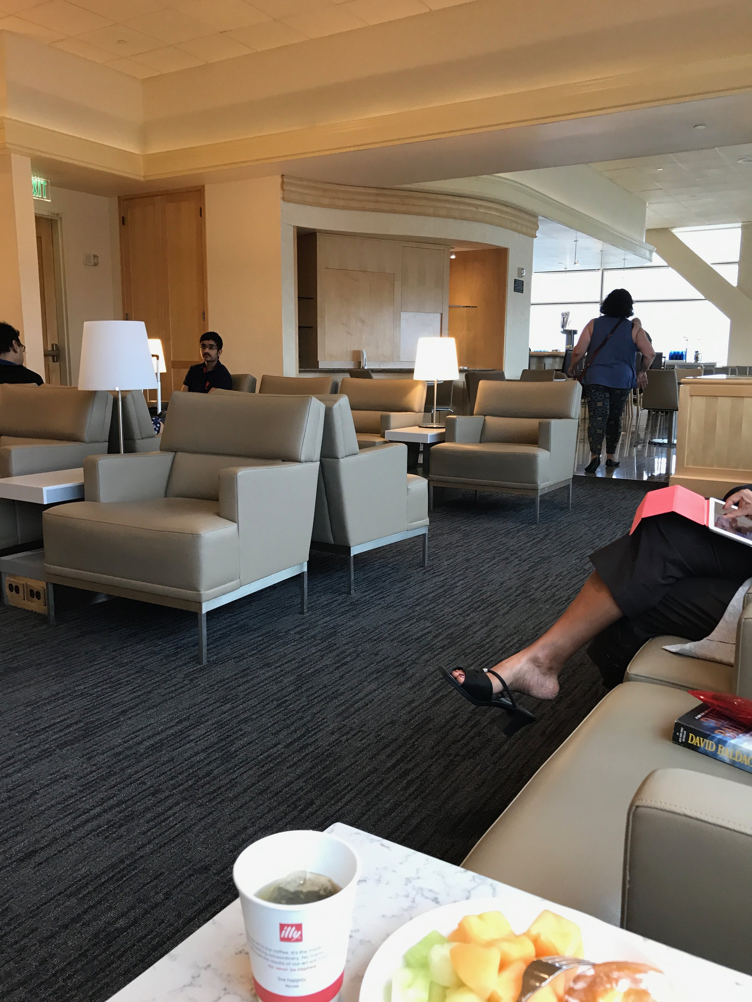 The United Club in SFO was pretty quiet in the morning but got extremely crowded by 10 am.