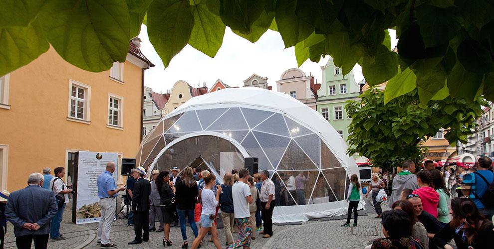 ceramics-feast-exhibition-dome-boleslawiec-2014-a.jpg