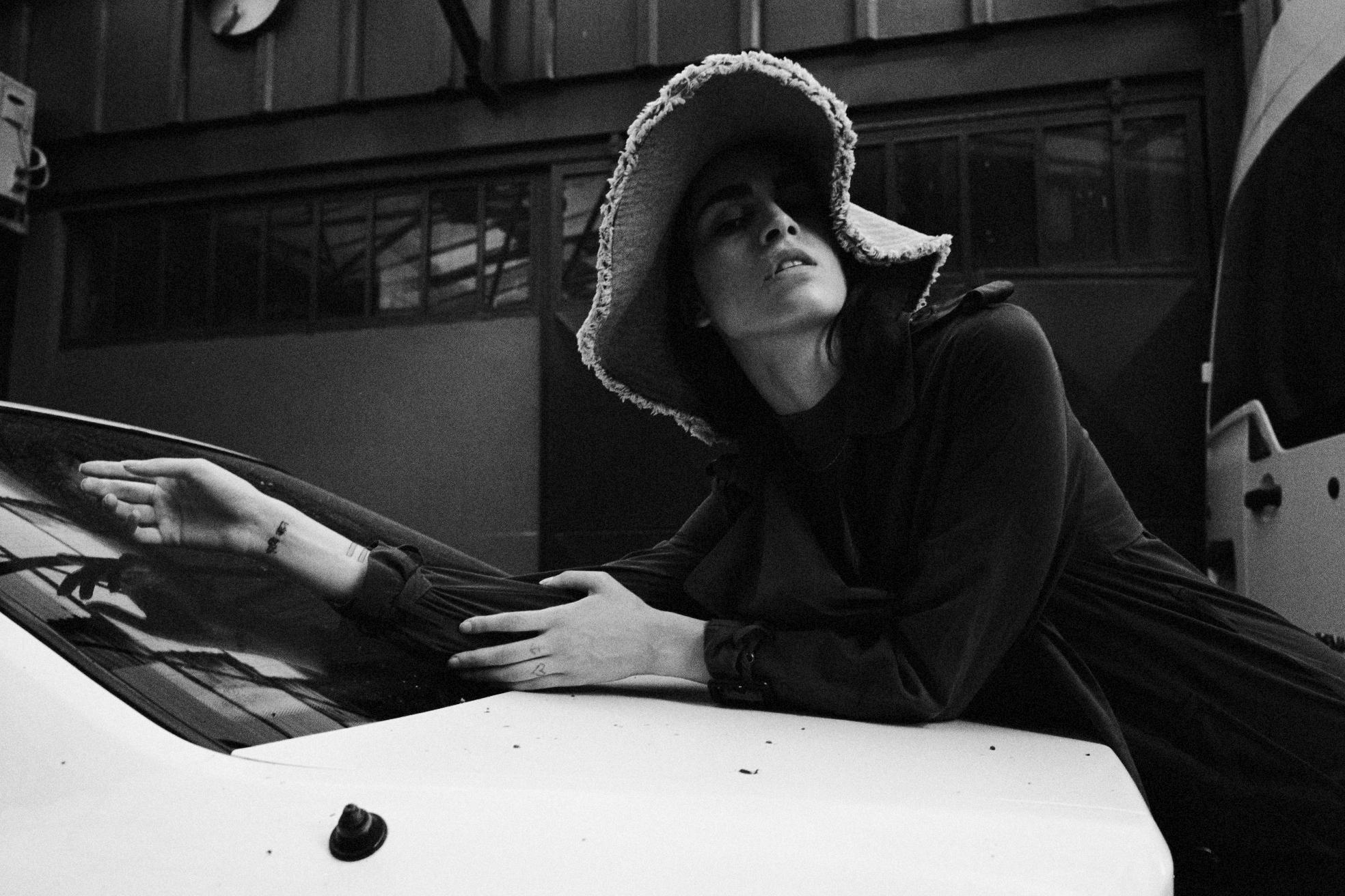 trenchcoat H&M, topshop HAT