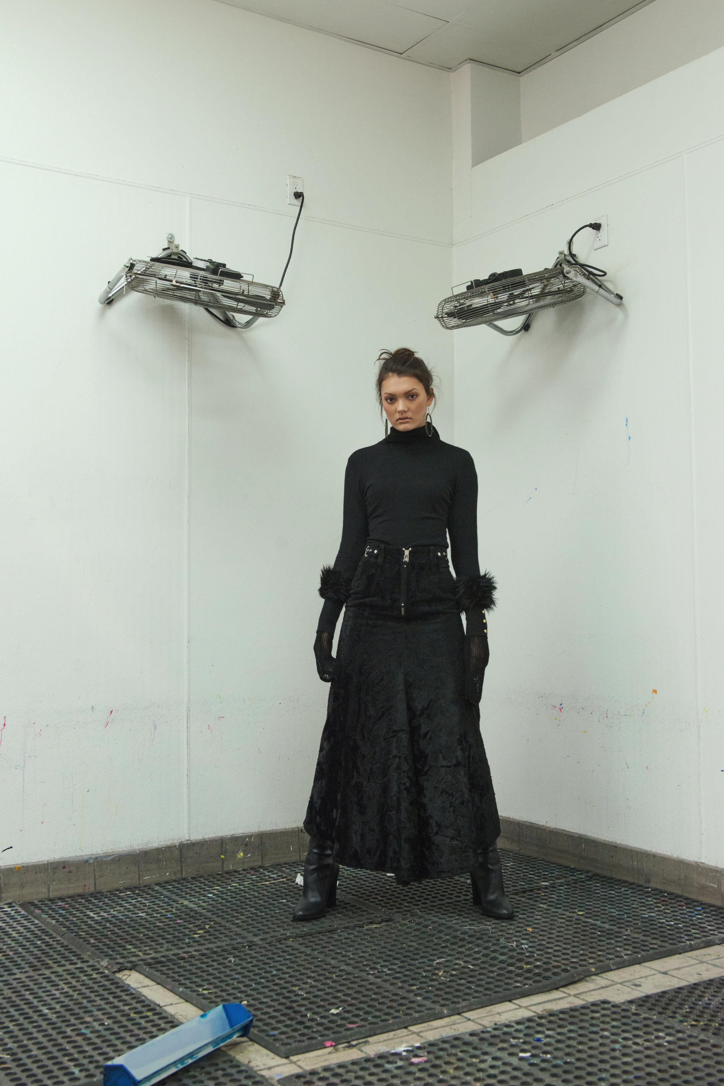 top  H&M , skirt  JEAN PAUL GAUTIER , boots  ALDO , accessories STYLIST'S ARCHIVE