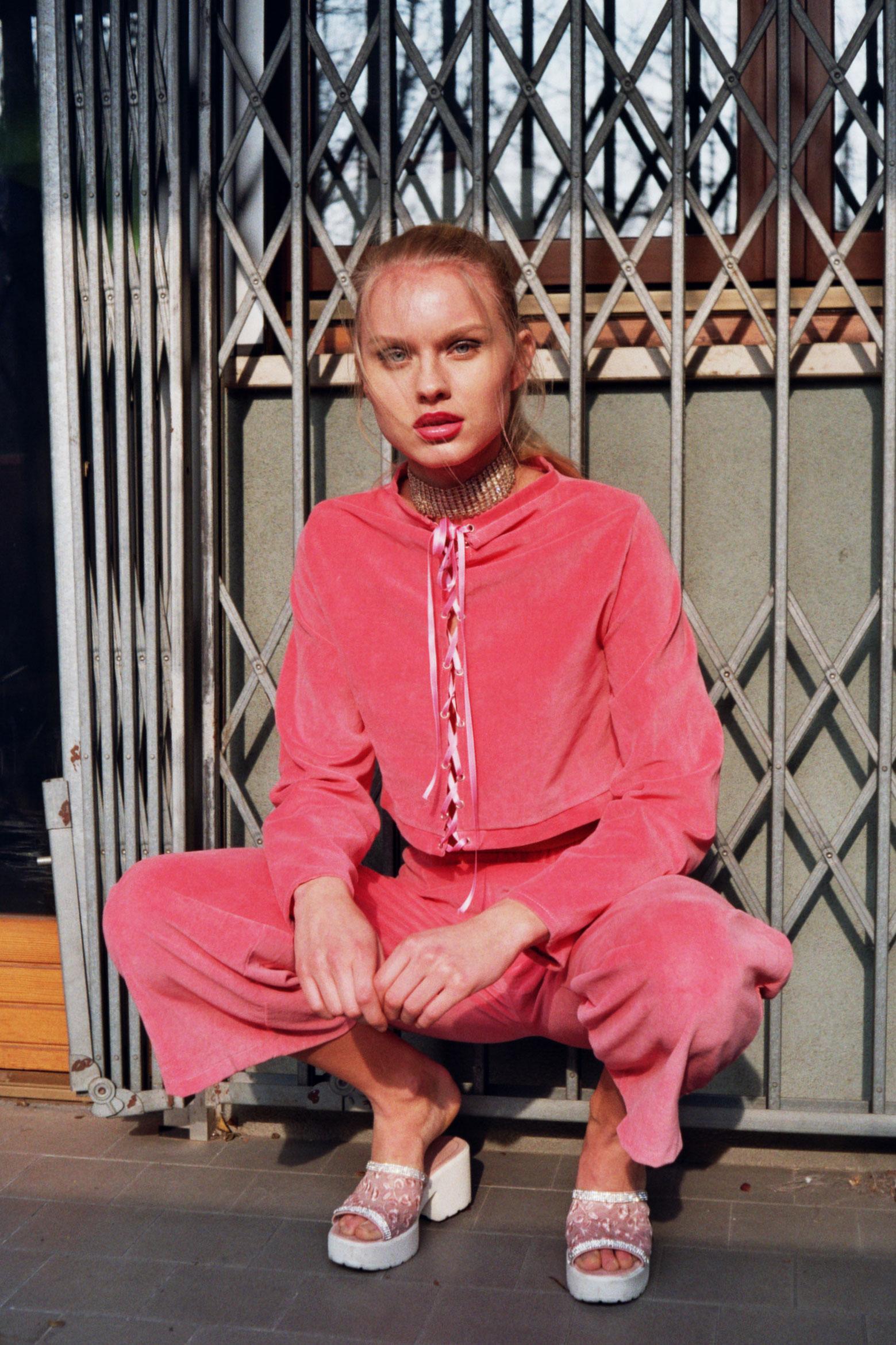 shirt + trousers MARLEY ALBA, shoes + chocker VINTAGE MARKET