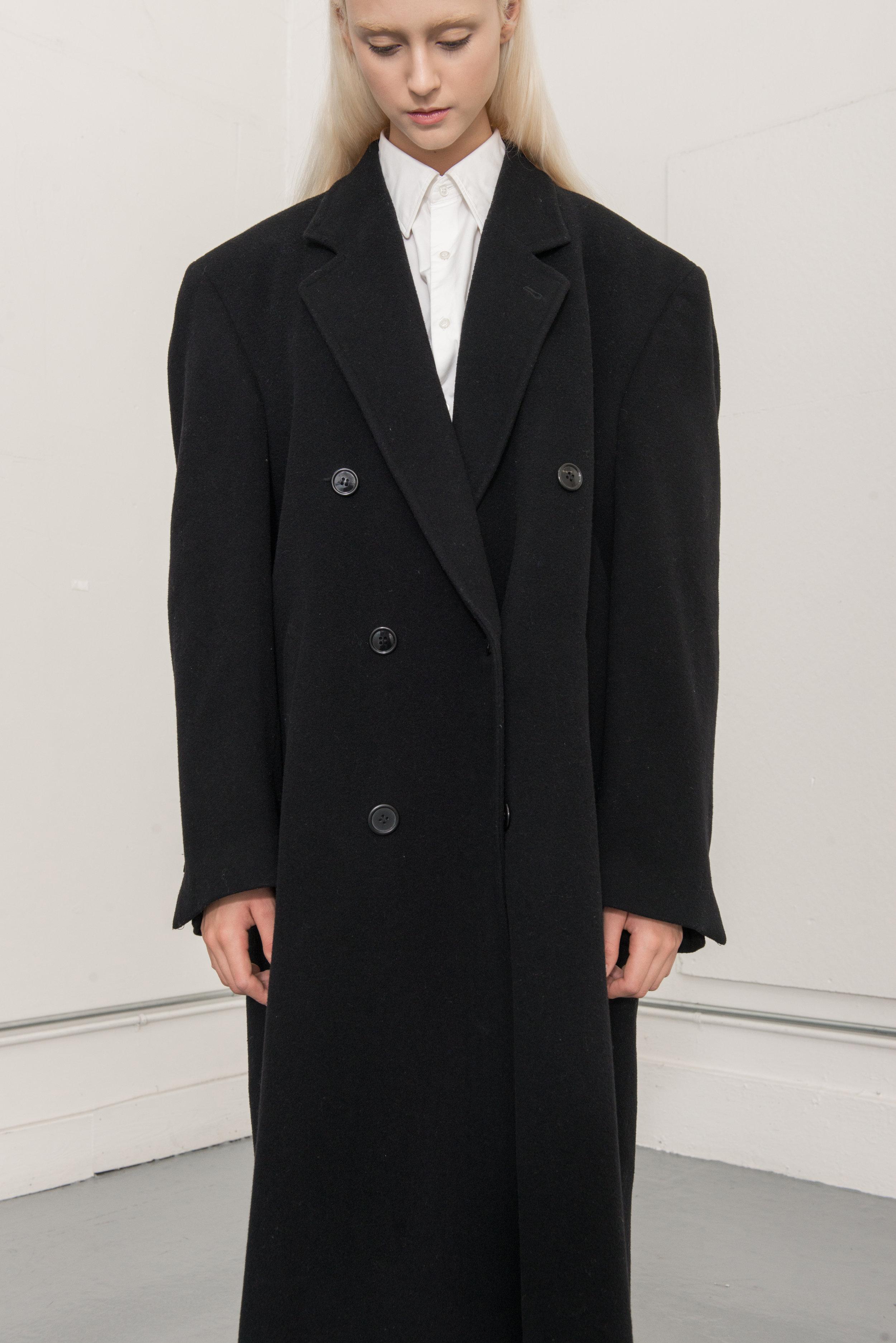 jacket CHRISTIAN AUHARD, shirt N.HOOLYWOOD, pants, VINCE, shoes DR MARTENS, stocking WEST LOOP