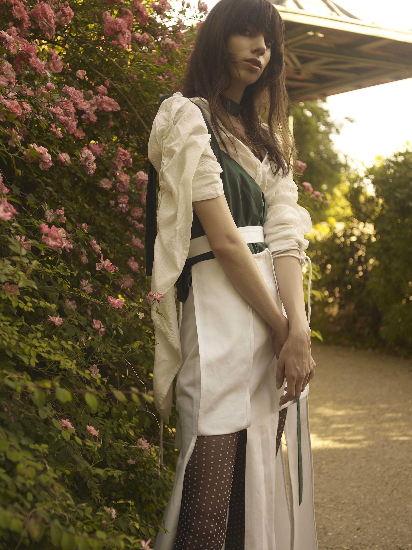 Top/chemisier, Coralie Marabelle. Top Coralie Marabelle, Skirt Coralie Marabelle, Stockings Calzedonia .