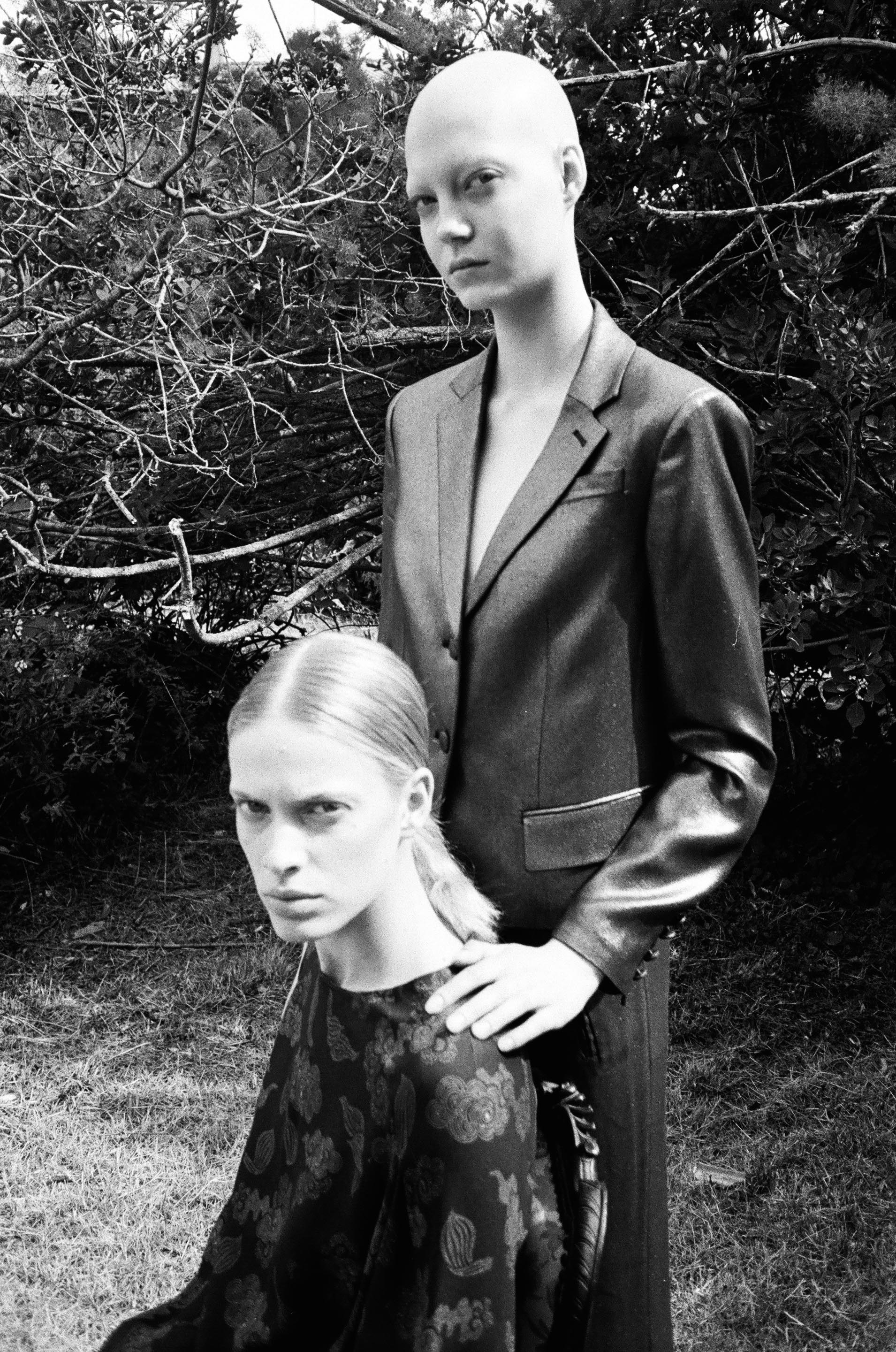 YANA WEARS TOTAL LOOK DAND UP, LAURA WEARS TOTAL LOOK DRIES VAN NOTEN