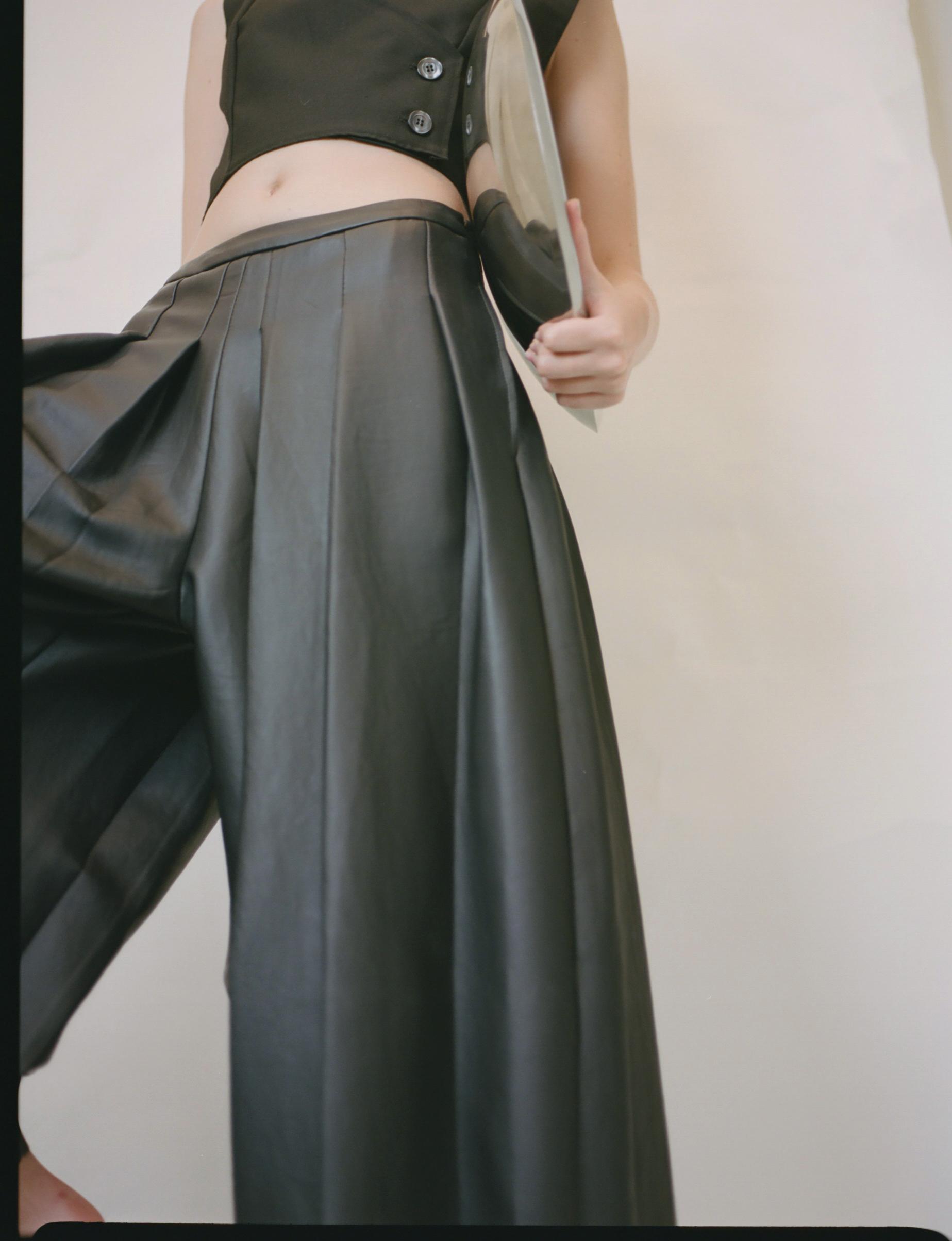 Top: XIAOQIAN SHAO Trousers: SIN'S SUIT