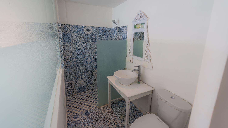 sun-surf-stay-bingin-beach-room5-bathroom.jpg