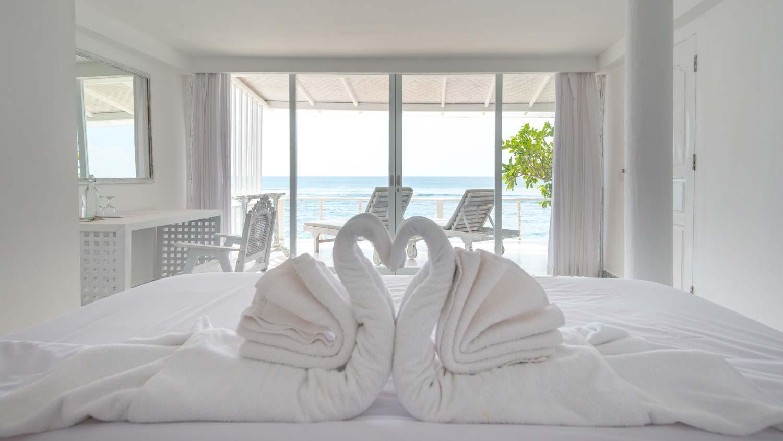 The-Sun-&-Surf-Stay-room-1-bedroom-3.jpg