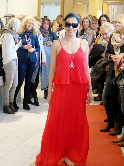 Modenschau_Maintal_rotes_langes_Kleid.jpg
