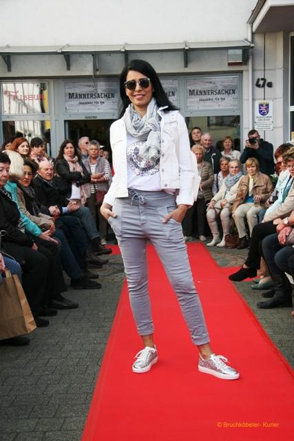 grau-weiß-Outfit.jpg
