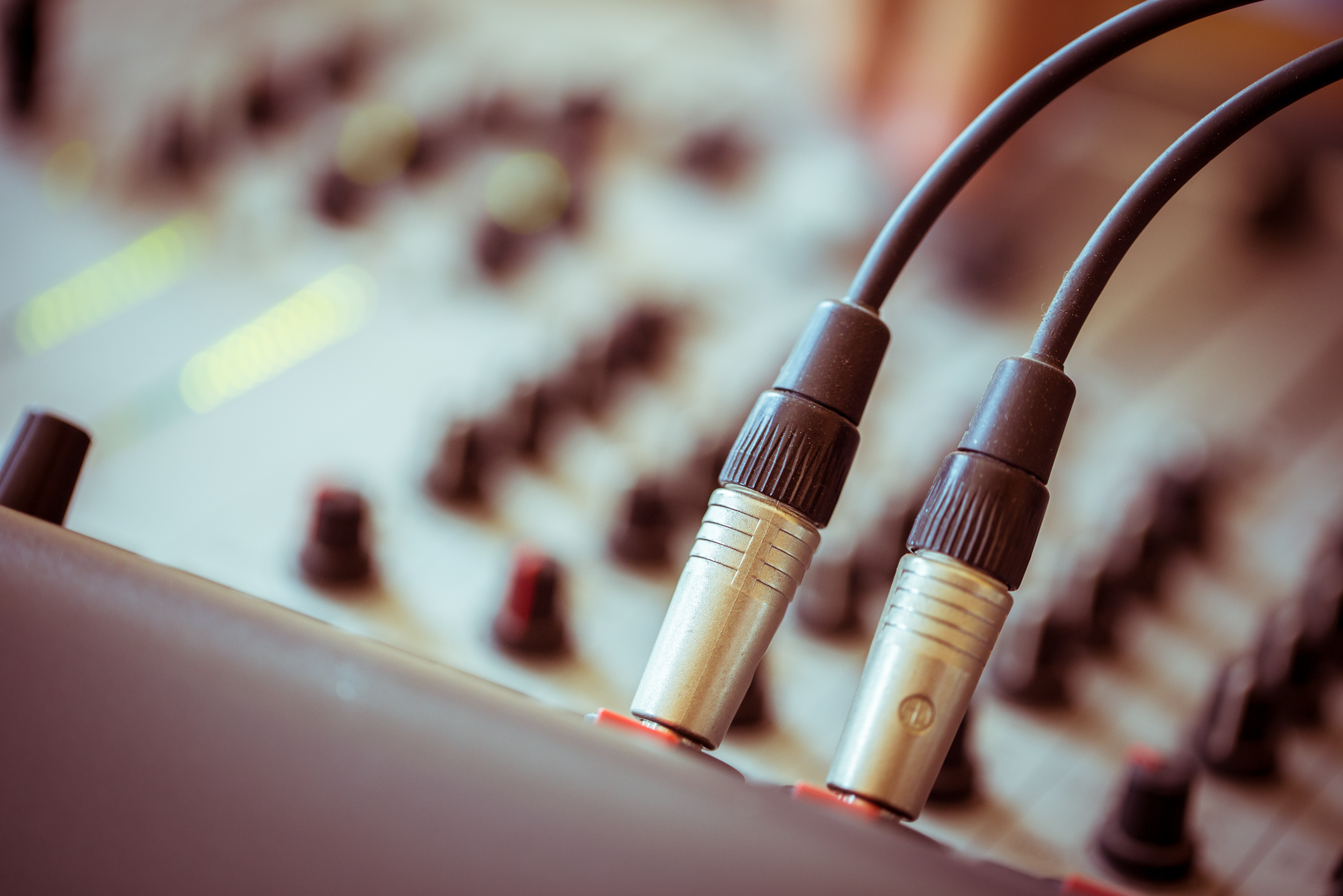 AUDIO - COMMERCIAL SOUND SYSTEMS & BACKGROUND MUSIC