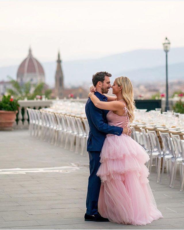 Beautiful @emilygellis, #pinkwedding ! 💓 JOY!!!! Bridesmaids are wearing my design too!💓#photoshoot#bride#weddingdress#theday#wedding#bridal#ido#love#loveyourself#shaharavnet#shaharart#fashion#fashionlikes#fashionblogger #pink #weddingmoments #dress #perfect #gaown #loveyourself #love #pinkwedding #inlove #pinkdresses
