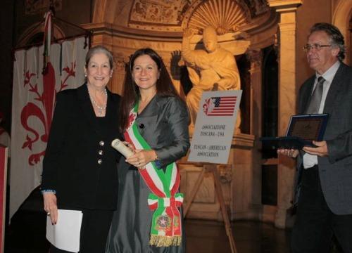 AWA-Founder-Jane-Fortune-with-Vice-Mayor-Cristina-Giacchi-at-Palazzo-Vecchio_BOX.jpg