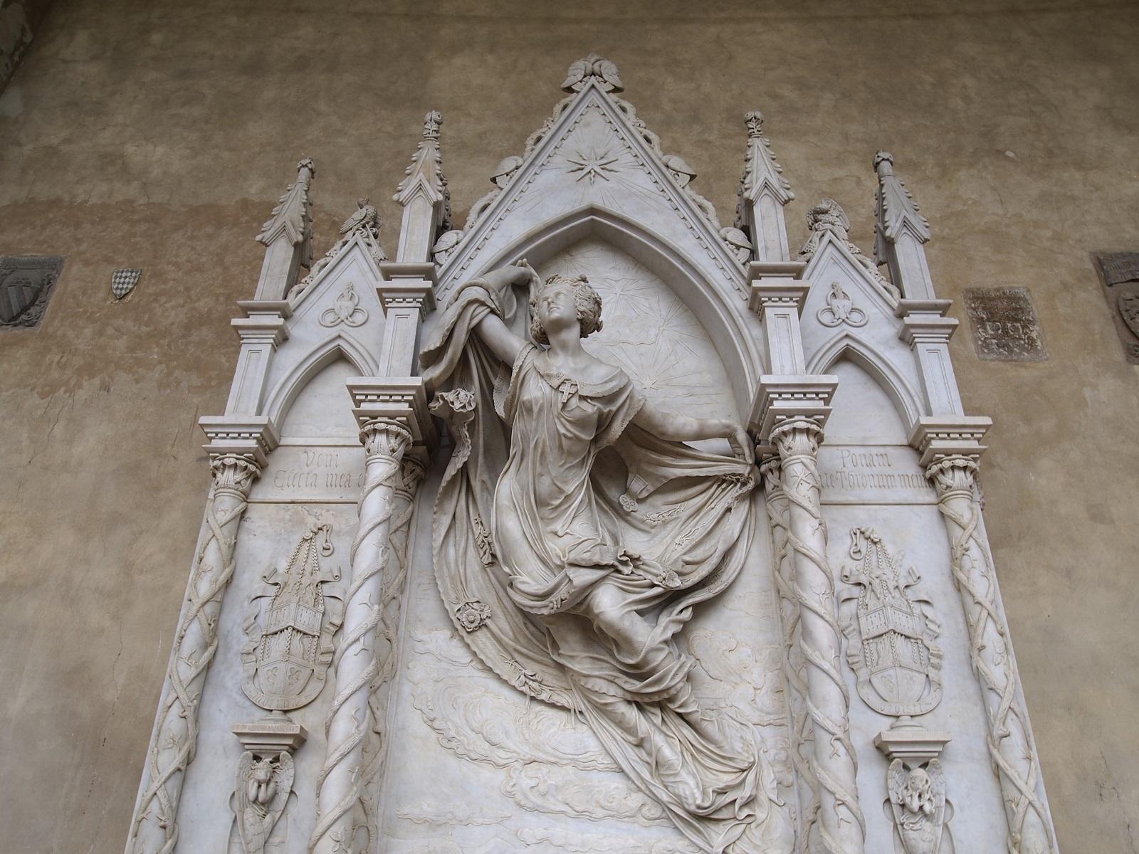 Vista completa della scultura di Santa Croce della De Fauveau, restaurata nel 2012.